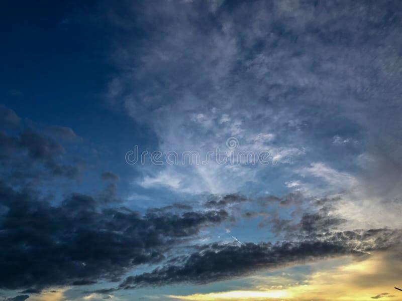 Σκούρο μπλε ουρανός το βράδυ στοκ εικόνες με δικαίωμα ελεύθερης χρήσης
