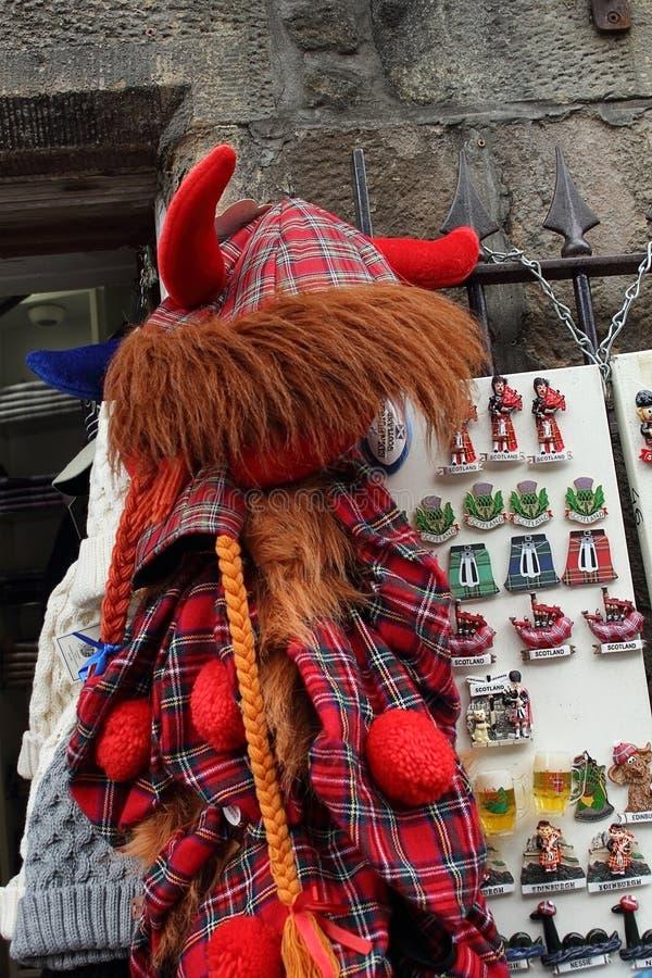Σκωτσέζικα αναμνηστικά φιαγμένα από κόκκινο ταρτάν στοκ φωτογραφία με δικαίωμα ελεύθερης χρήσης