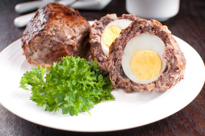 Σκωτσέζικα αυγά με το μαϊντανό στοκ φωτογραφία με δικαίωμα ελεύθερης χρήσης