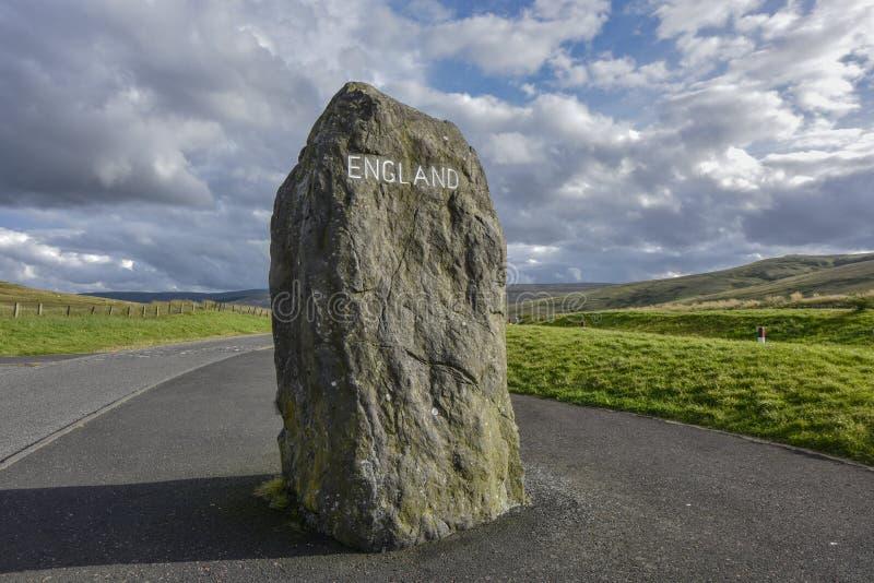 Σκωτσέζικα σύνορα στην Αγγλία, πέτρα ορίου στο δρόμο, Σκωτία, Αγγλία στοκ εικόνα με δικαίωμα ελεύθερης χρήσης