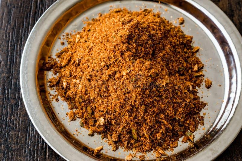 Σκόνη Masala στο ασημένιο καρύκευμα δίσκων/κοτόπουλου/Tavuk Baharati στοκ εικόνες με δικαίωμα ελεύθερης χρήσης
