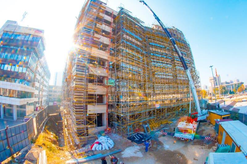 Σκόπια, Μακεδονία το Νοέμβριο του 2011 Οικοδόμηση ενός νέου κτηρίου κοντά στο κύριο τετράγωνο της πόλης στοκ εικόνες