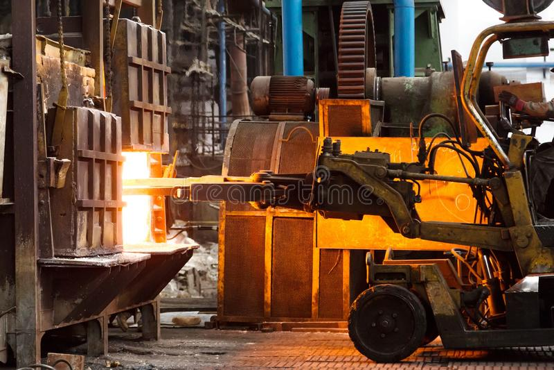 Σκληρή δουλειά σε ένα εργοστάσιο στοκ φωτογραφία