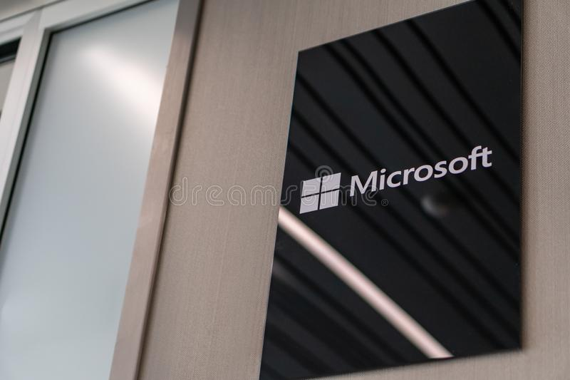 Σλοβενία, Λουμπλιάνα - 26 Φεβρουαρίου 2019: Λογότυπο της Microsoft Η Microsoft είναι μια πολυεθνική εταιρία που αναπτύσσεται στοκ φωτογραφία