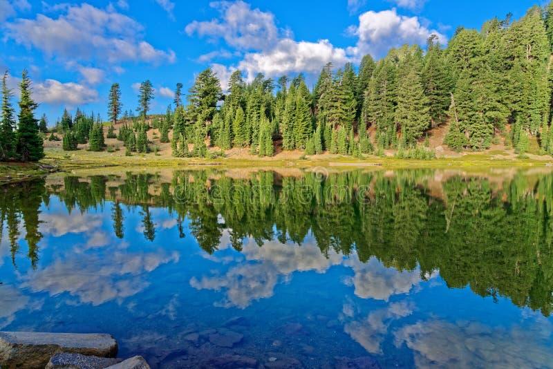 Σμαραγδένια λίμνη, Καλιφόρνια στοκ εικόνες με δικαίωμα ελεύθερης χρήσης