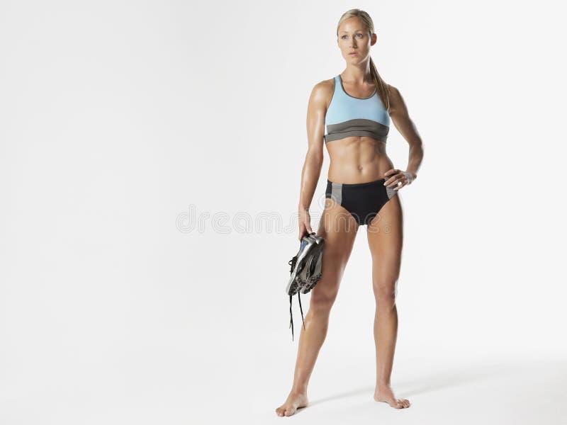 Σοβαρά θηλυκά παπούτσια εκμετάλλευσης αθλητών στοκ εικόνα
