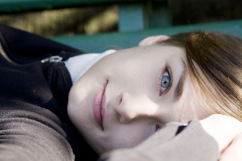 Download σοβαρές νεολαίες γυνα&io στοκ εικόνες. εικόνα από μοιχαλίδα - 13178028