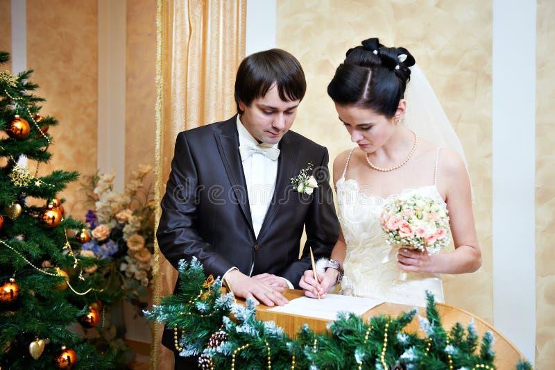 Σοβαρή εγγραφή του γάμου στοκ εικόνα