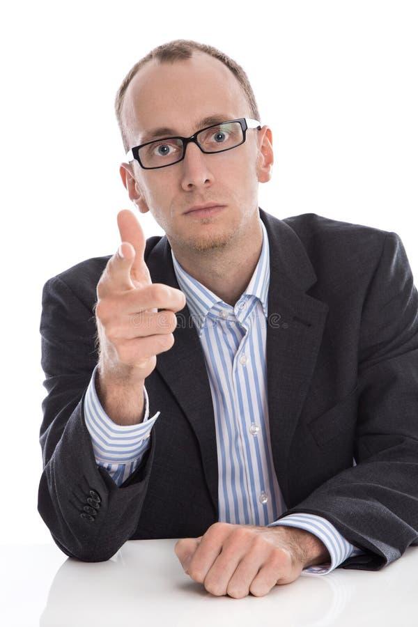 Σοβαρό απομονωμένο επιχειρησιακό άτομο που κάνει τη χειρονομία προειδοποίησης με το χέρι στοκ εικόνες με δικαίωμα ελεύθερης χρήσης