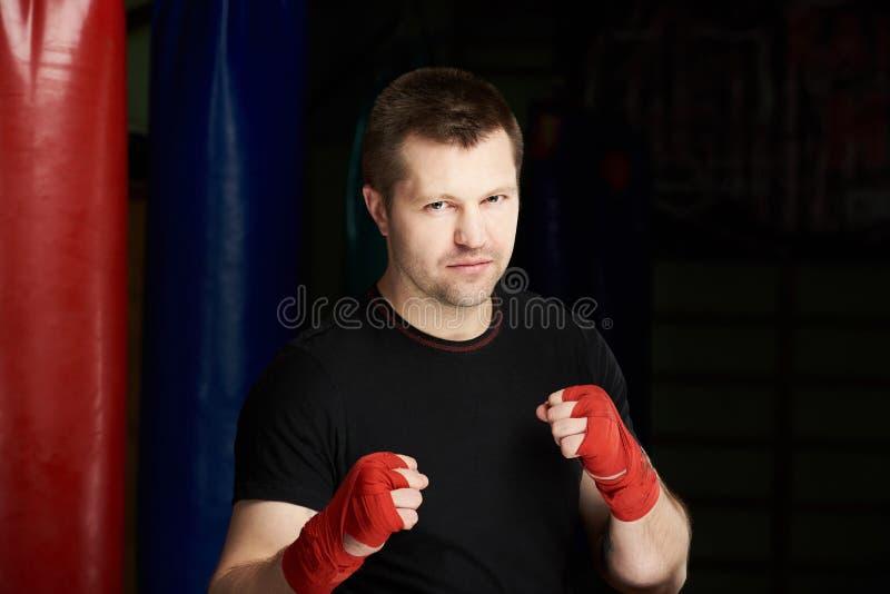 Σοβαρό εγκιβωτίζοντας άτομο μαχητών στοκ φωτογραφία με δικαίωμα ελεύθερης χρήσης