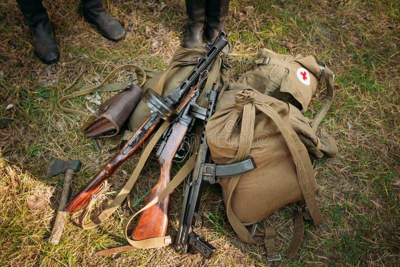 Σοβιετικά ρωσικά στρατιωτικά πυρομαχικά - submachine πυροβόλο όπλο του Δεύτερου Παγκόσμιου Πολέμου στοκ φωτογραφία με δικαίωμα ελεύθερης χρήσης