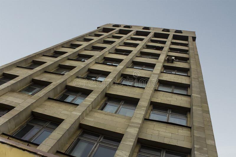 Σοβιετική αρχιτεκτονική ενάντια στον ουρανό στοκ εικόνες με δικαίωμα ελεύθερης χρήσης