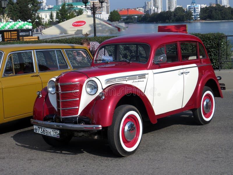 Σοβιετικό αυτοκίνητο της πρώτης ομάδας της μικρής τάξης Moskvich 401 στοκ εικόνα