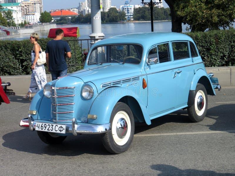 Σοβιετικό αυτοκίνητο της πρώτης ομάδας της μικρής τάξης Moskvich 401 στοκ εικόνες