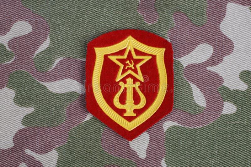 Σοβιετικό μπάλωμα ώμων υπηρεσιών ορχηστρών στρατού στρατιωτικό στην κάλυψη ομοιόμορφη στοκ εικόνες