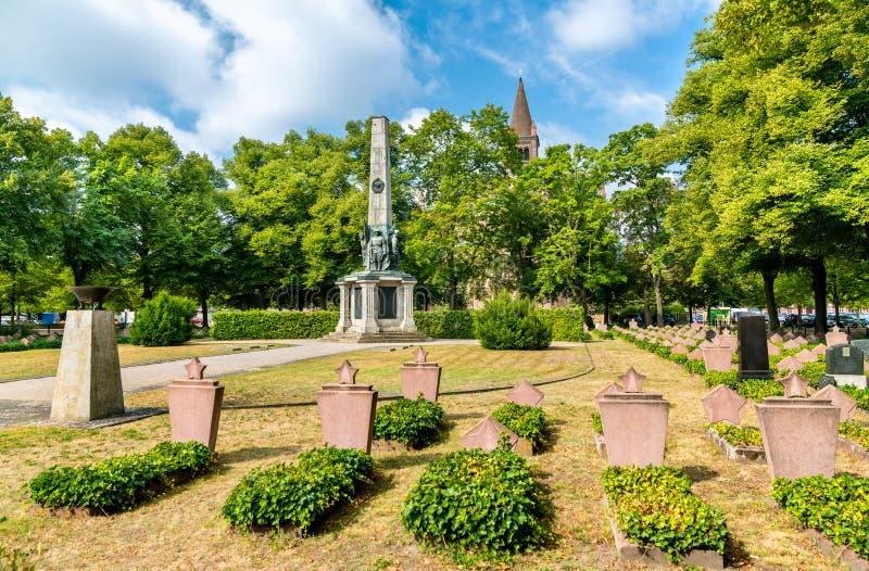 Σοβιετικό στρατιωτικό αναμνηστικό νεκροταφείο στο Πότσνταμ, Γερμανία στοκ φωτογραφίες