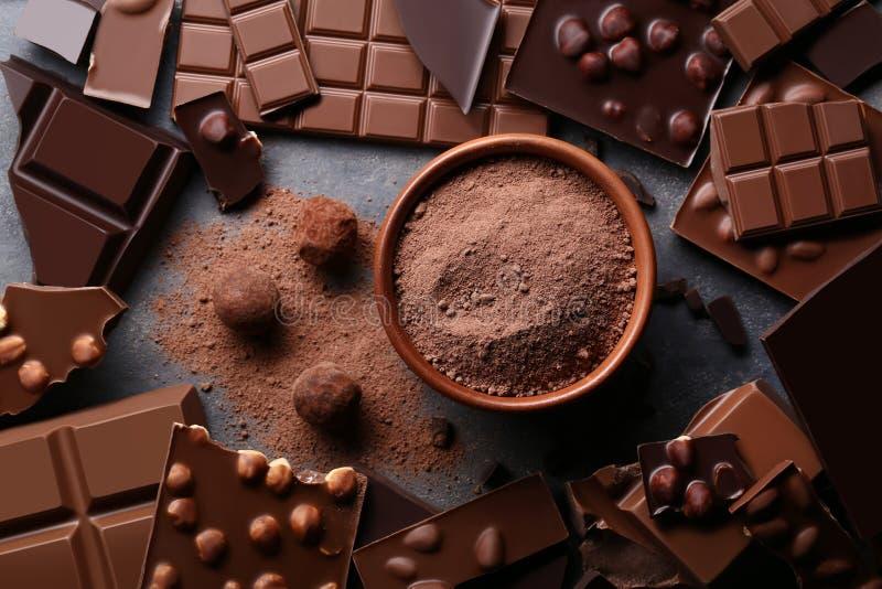 Σοκολάτα με τη σκόνη κακάου στοκ φωτογραφίες
