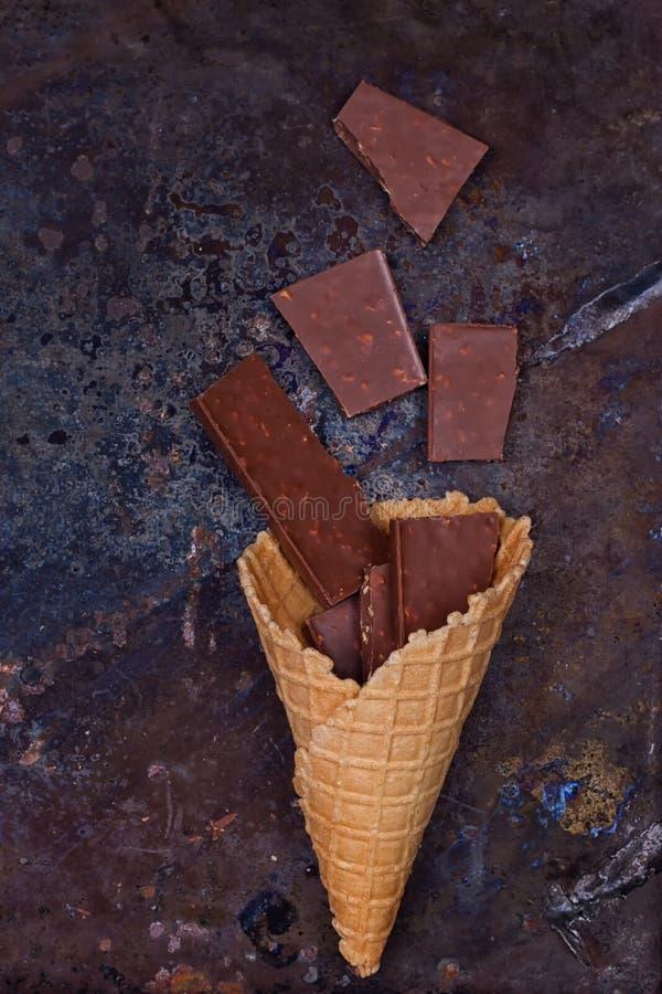 Σοκολάτα στον κώνο βαφλών στοκ φωτογραφίες