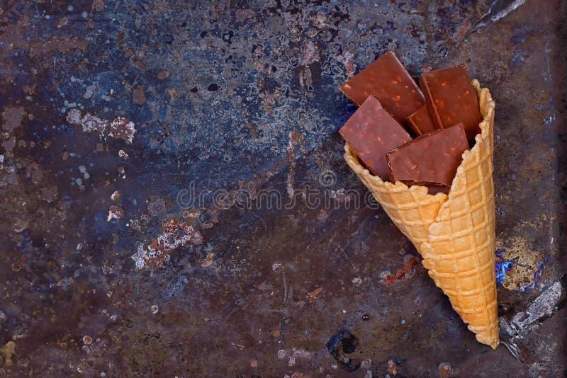Σοκολάτα στον κώνο βαφλών στοκ φωτογραφία