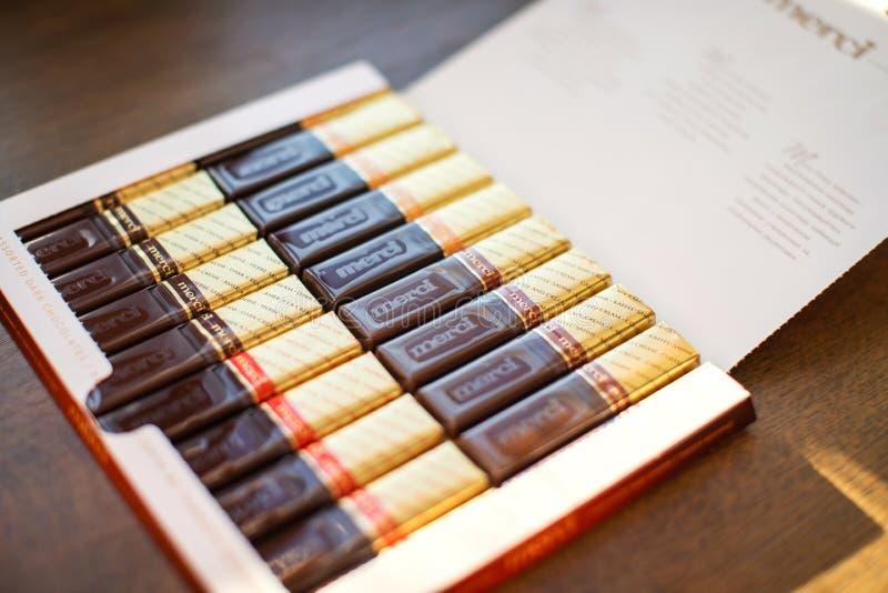 Σοκολάτα Merci - εμπορικό σήμα της καραμέλας σοκολάτας που κατασκευάζεται από τη γερμανική επιχείρηση Αύγουστος Storck, που πωλεί στοκ εικόνες