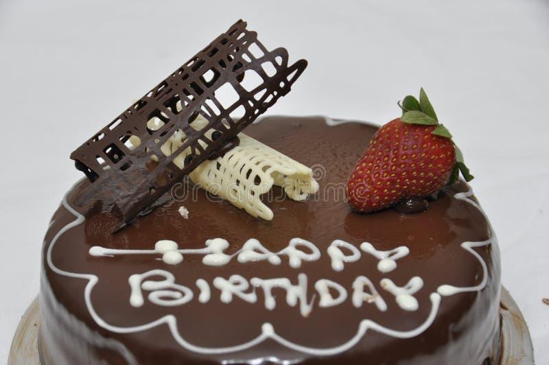 σοκολάτα κέικ γενεθλίων ευτυχής στοκ εικόνα
