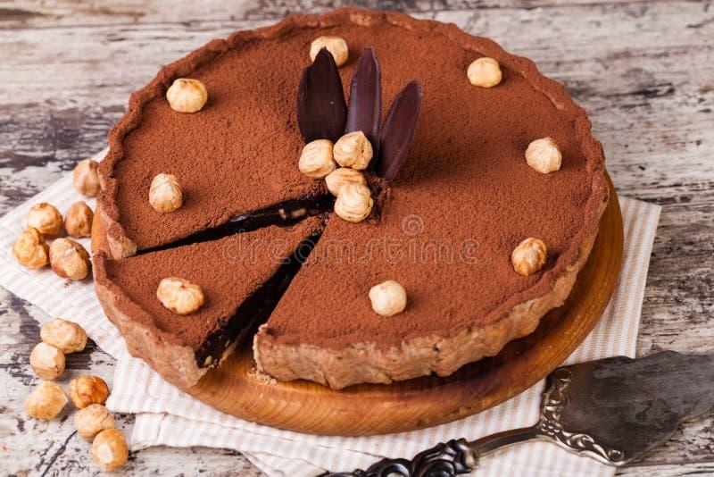 Σοκολάτα ξινή με τα φουντούκια στοκ εικόνα