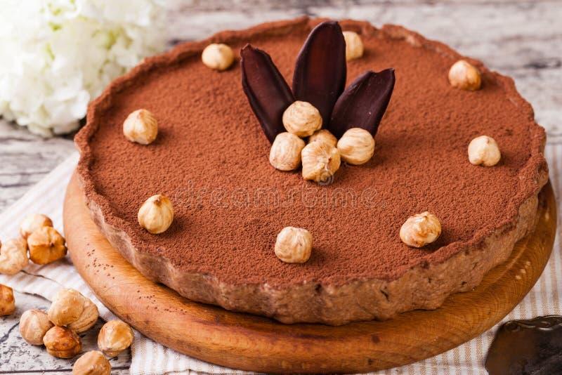 Σοκολάτα ξινή με τα φουντούκια στοκ εικόνα με δικαίωμα ελεύθερης χρήσης