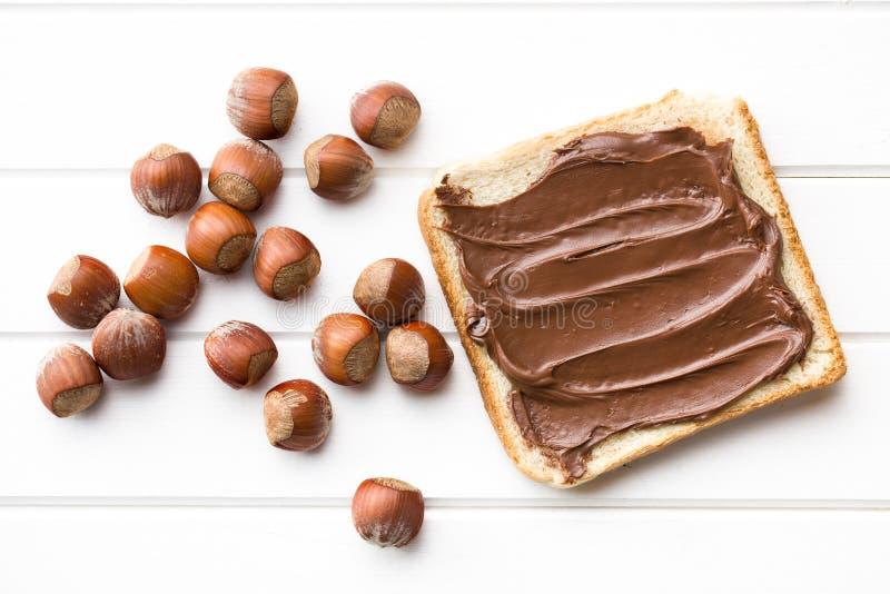 Σοκολάτα που διαδίδεται με το ψωμί στοκ φωτογραφία με δικαίωμα ελεύθερης χρήσης