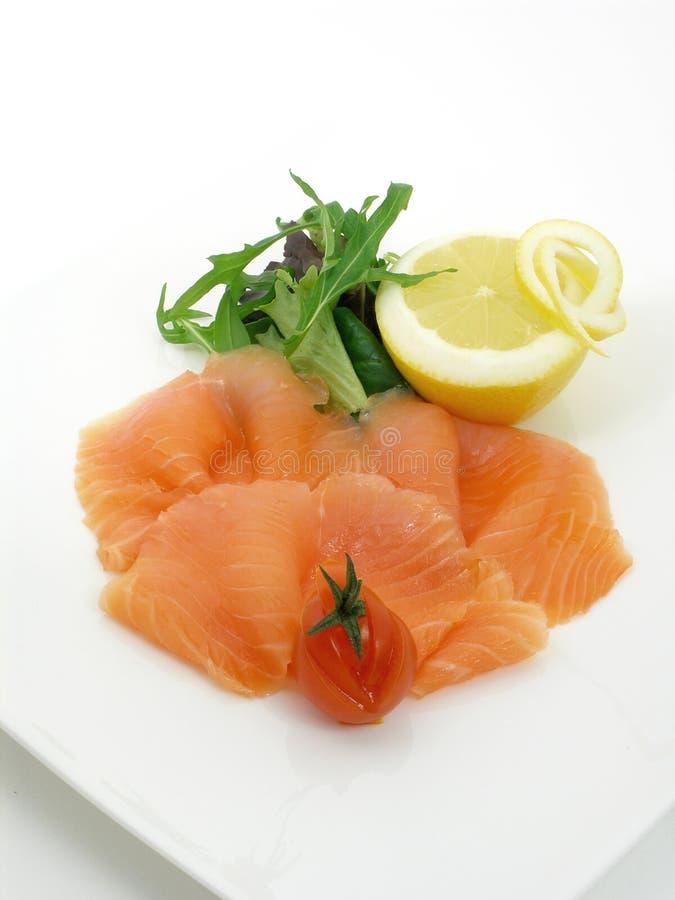 Download σολομός 2 λεμονιών που κ&alph Στοκ Εικόνα - εικόνα από ορεκτικά, κουζίνα: 2226213