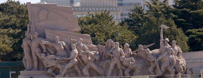 Σοσιαλιστικό γλυπτό έξω από το μαυσωλείο Mao Zedong στο πλατεία Tiananmen στο Πεκίνο, Κίνα στοκ φωτογραφίες με δικαίωμα ελεύθερης χρήσης