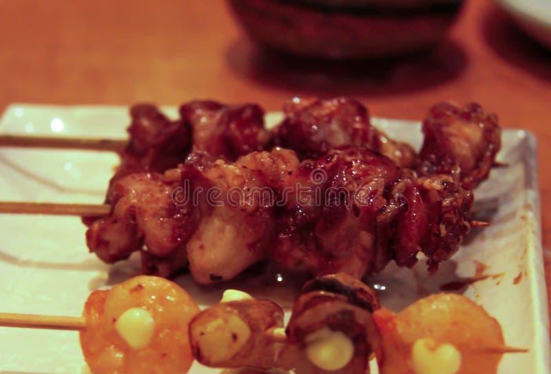 Σουβλισμένοι Yakitori κοτόπουλο και σπόρος Ginkgo στοκ εικόνες με δικαίωμα ελεύθερης χρήσης