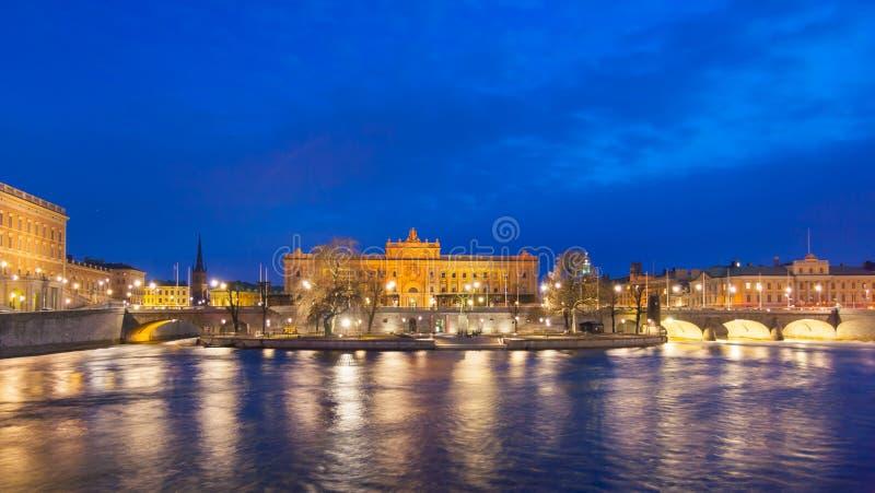 Σουηδικό σπίτι του Κοινοβουλίου τη νύχτα στοκ εικόνες