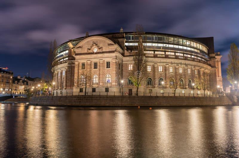 Σουηδικό σπίτι Riksdagshuset του Κοινοβουλίου στη Στοκχόλμη τη νύχτα στοκ φωτογραφίες με δικαίωμα ελεύθερης χρήσης