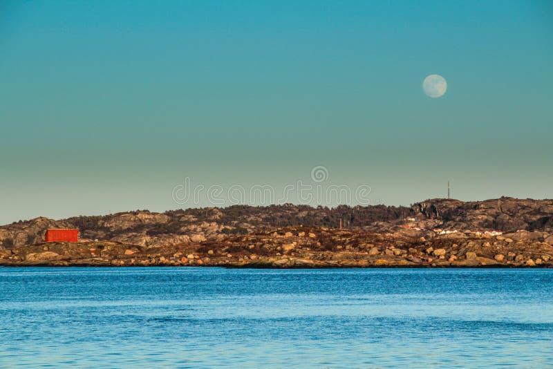Σουηδικό φεγγάρι ακτών στοκ φωτογραφία με δικαίωμα ελεύθερης χρήσης