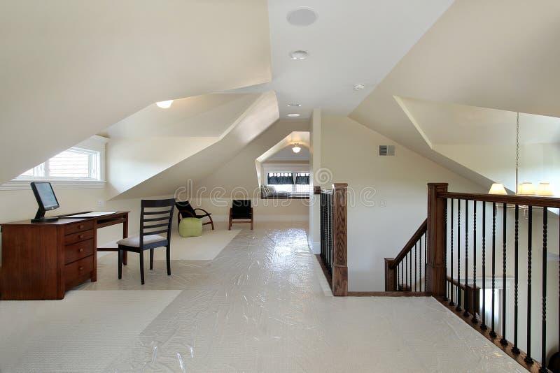 Σοφίτα στο σπίτι νέας κατασκευής στοκ φωτογραφία με δικαίωμα ελεύθερης χρήσης