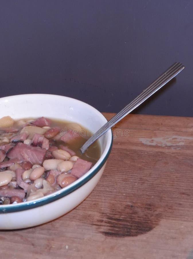 Σούπα ζαμπόν και φασολιών στοκ εικόνες με δικαίωμα ελεύθερης χρήσης