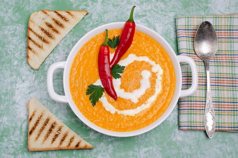 Σούπα κρέμας κολοκύθας με τα καρυκεύματα στοκ εικόνα