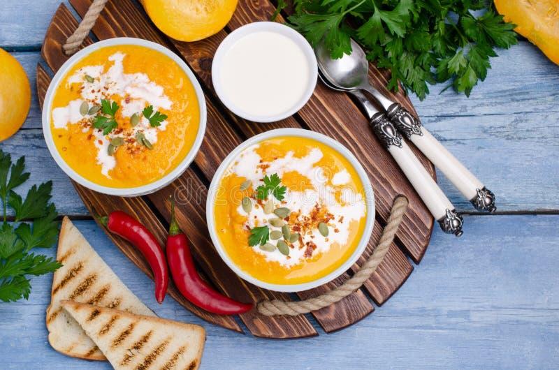 Σούπα κρέμας κολοκύθας με τα καρυκεύματα στοκ εικόνες