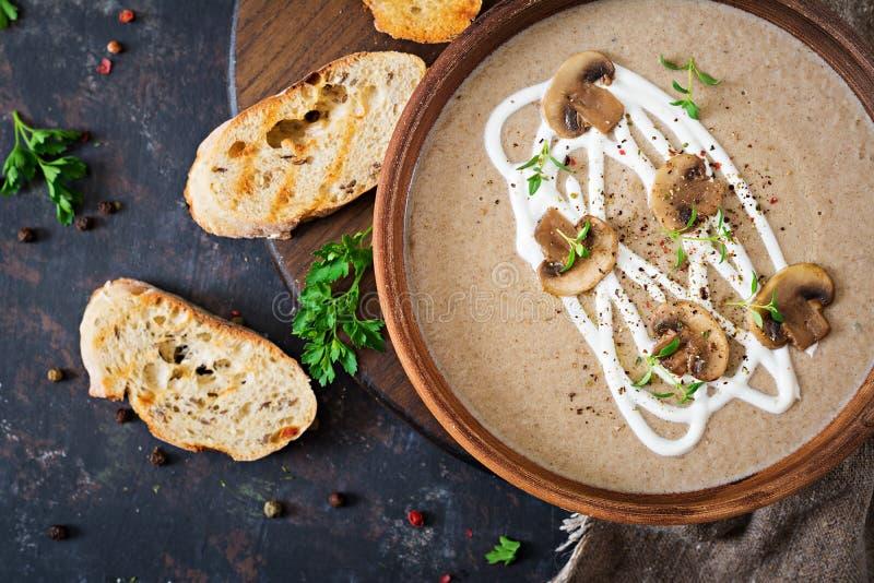 Σούπα κρέμας μανιταριών Τρόφιμα Vegan διαιτητικός κατάλογος επιλογής Τοπ όψη στοκ εικόνα