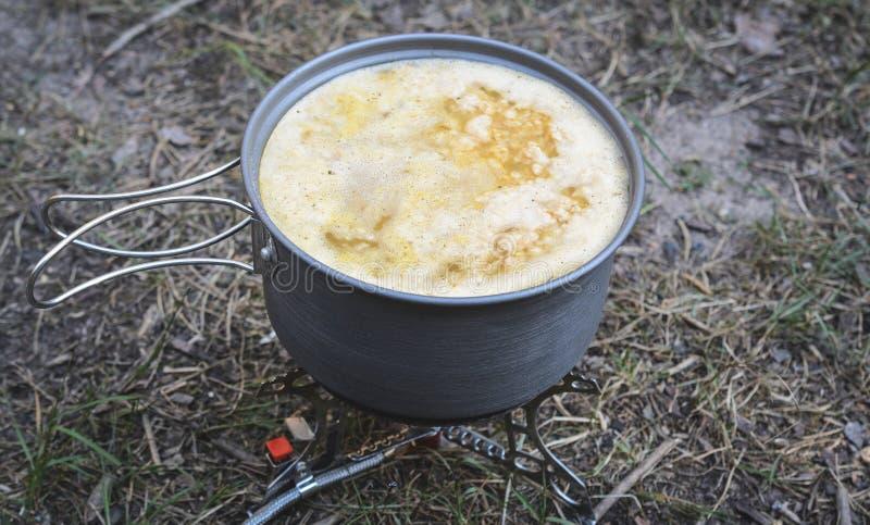 Σούπα στην κατσαρόλα στοκ εικόνες