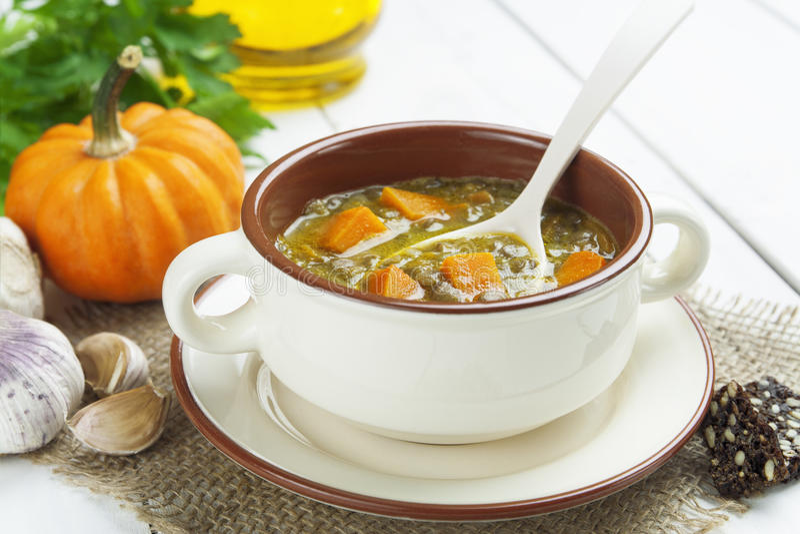 Σούπα φακών με την κολοκύθα στοκ εικόνα με δικαίωμα ελεύθερης χρήσης