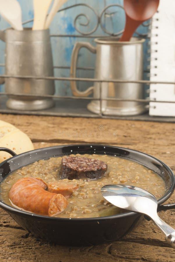 Σούπα φακών με το λουκάνικο στοκ εικόνα με δικαίωμα ελεύθερης χρήσης