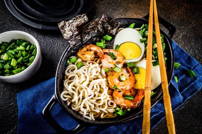 Σούπα Ramen με τις γαρίδες στοκ εικόνες