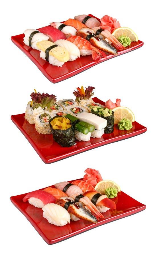 Σούσια που τίθενται στα κόκκινα πιάτα στοκ φωτογραφίες