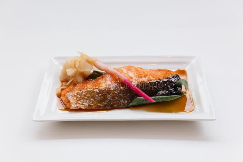 Σολομός Teriyaki: Τηγανισμένος μαριναρισμένος σολομός με τη σάλτσα Teriyaki στοκ εικόνες με δικαίωμα ελεύθερης χρήσης