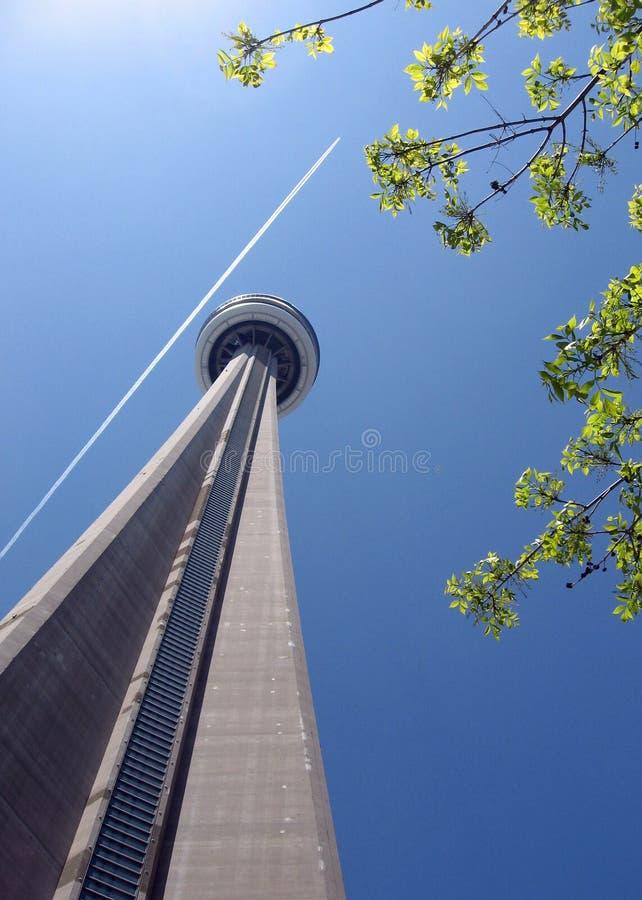 ΣΟ που ανατρέχει κορυφαίο Τορόντο προς τον πύργο στοκ εικόνα με δικαίωμα ελεύθερης χρήσης