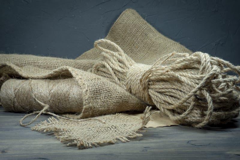 Σπάγγος γιούτας, sackcloth ύφασμα στην κινηματογράφηση σε πρώτο πλάνο στοκ φωτογραφία