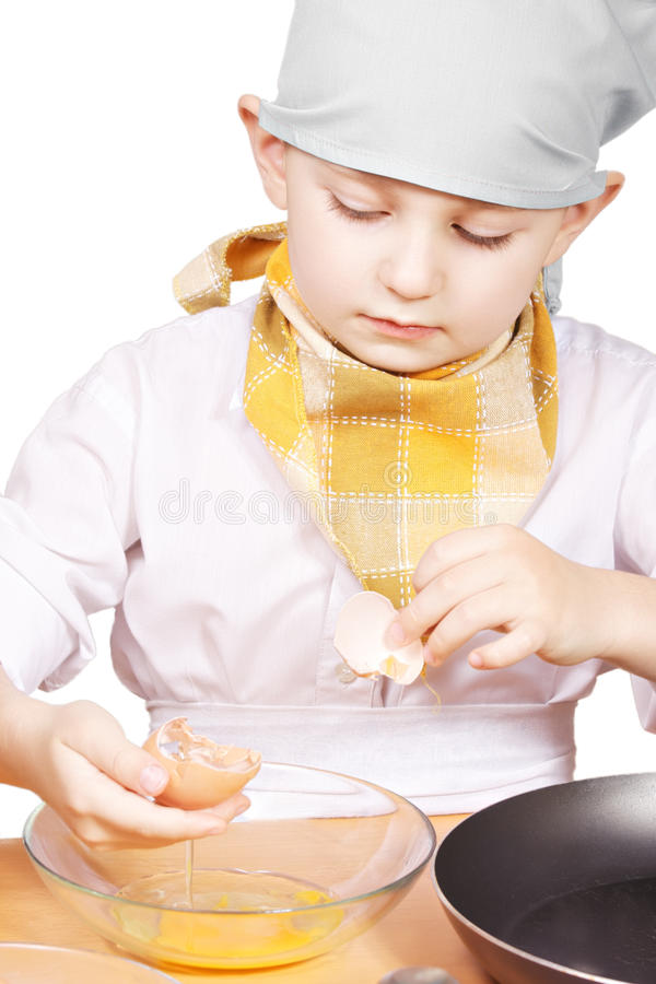 σπάζοντας αυγό μαγείρων &epsilon στοκ εικόνα με δικαίωμα ελεύθερης χρήσης