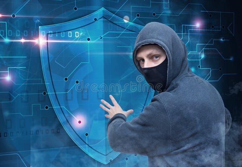 Σπάζοντας cyber προστασία ασφάλειας χάκερ στοκ εικόνες