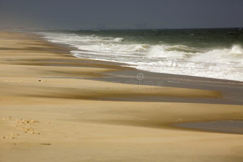 Σπάσιμο κυμάτων στην ακτή του νησιού Assateague, Μέρυλαντ στοκ εικόνα με δικαίωμα ελεύθερης χρήσης